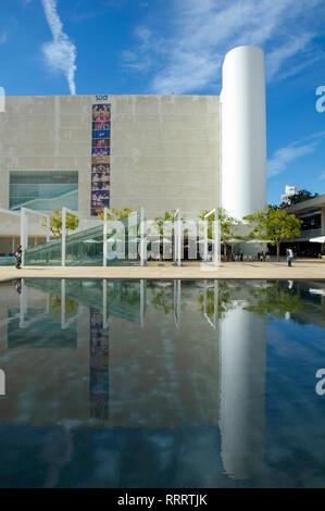 The fountain in front of Habima theatre, Israel's national theatre, HaBima square, Tel Aviv, Israel - Stock Image