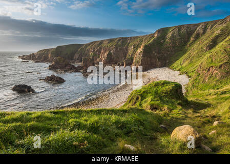 Cliffs, sea stacks, shingle beach and cove at Bloody Foreland, at the north-west tip of County Donegal, Ireland - Stock Image