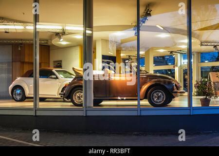 Heidelberger Platz, Wilmersdorf-Berlin.Wilhelm Pusch Volkswagen & Audi Car Dealer with new & old car on display - Stock Image