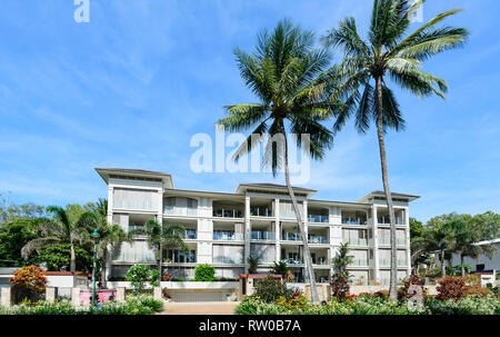 Island Views Accommodation on the foreshore of trendy Palm Cove, Cairns Northern Beaches, Far North Queensland, QLD, FNQ, Australia - Stock Image