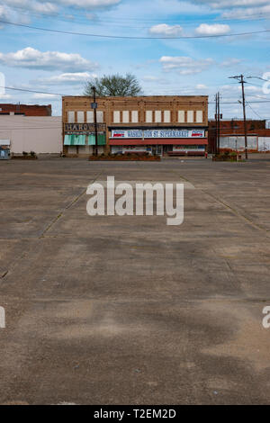 USA Alabama AL Selma an empty lot in downtown Selma vacant businesses - Stock Image