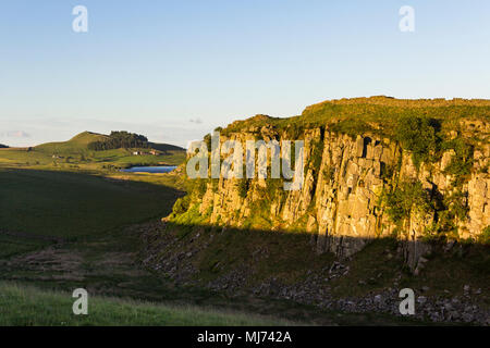 Hadrians Wall has stretches which take advantage of the natural defensive opportunities of the Great Whin Sill which outcrops across Northumberland. - Stock Image