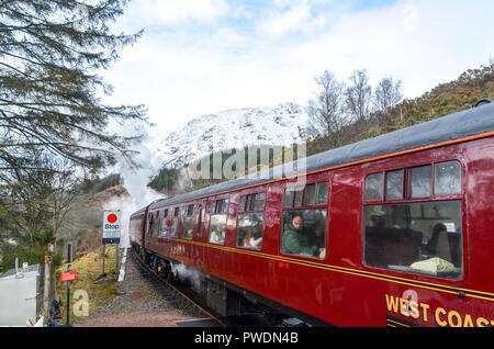 'Harry Potter' train leaving the station of Glenfinnan, Scotland - Stock Image
