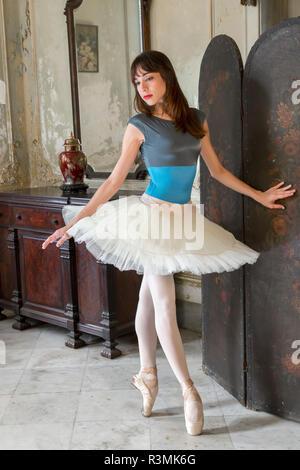 Cuba, Havana. Ballerina on her toes. Credit as: Wendy Kaveney / Jaynes Gallery / DanitaDelimont.com - Stock Image