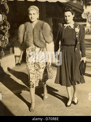 Countess Barbara Haugwitz Reventlow (Barbara Hutton) and friend, Palm Beach, ca 1940. Bert Morgan Photo - Stock Image