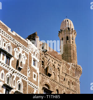 Traditional old houses and mosque in the Old Town, UNESCO World Heritage Site, Sanaa, Yemen, Middle East - Stock Image