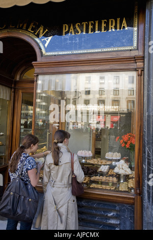 Barcelona Pasteleria La Colmena shop window - Stock Image