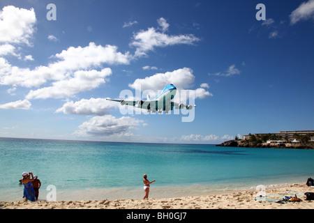 KLM 747 approaching Maho Beach near Princess Juliana International Airport, St Maarten, Caribbean - Stock Image