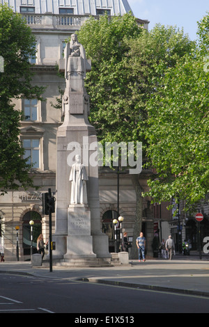 Edith Cavell memorial sculpture St Martins Place London - Stock Image