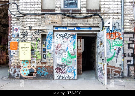 Wedding, Berlin. Fabric 23 Wekrloft entrance in Inner courtyard of dilapidated old industrial building next to Panke river at Gerichtstrasse 23. - Stock Image