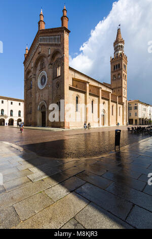 The Duomo or Cattedrale di Santa Maria Assunta (Cathedral of the Assumption), Crema, Lombardy, Italy, a medieval - Stock Image