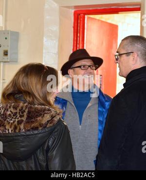 Reading, Berkshire, UK 4th Dec, 2016 Reading Prison . Rupert Everett  Actor(right) talks to friends outside Oscar - Stock Image