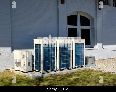 Multiple Fuji Airstage Inverter or heat pump units used to heat and cool a commercial building in Montgomery Alabama, USA. - Stock Image