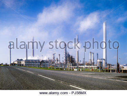 Pembroke Oil Refinery, a petrochemical refinery owned by Chevron at Rhoscrowther, Milford Haven, Pembrokeshire, Wales, UK, seen from  Angle Bay in 2001.  The refinery is now (2018) owned by Valero. - Stock Image