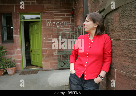 Kirsty Wark at the Glasgow Maggie's Centre in the old gatehouse at the Western Infirmary - Stock Image