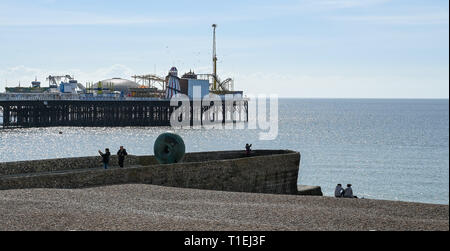 Brighton, UK. 26th Mar, 2019. Visitors enjoy a beautiful sunny Spring day on Brighton Beach as the weather is forecast to be warm with sunshine throughout Britain over the next few days Credit: Simon Dack/Alamy Live News - Stock Image