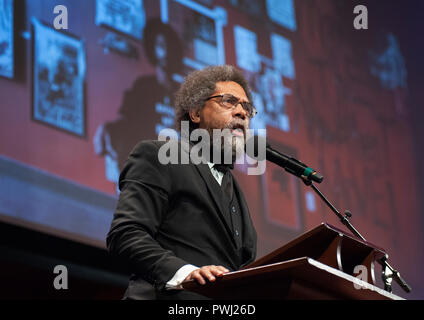 10/11/2018: Hutchins Center, Harvard University, Cambridge, MA. Harvard professor  Cornel West introducing Colin Kaeprnick during the 2018 W.E.B. Du Bois medal ceremony at Harvard University in Cambridge, Massachusetts, USA.  Eight 2018 medal recipients were, Dave Chappelle, Kenneth I. Chenault, Shirley Ann Jackson, Pamela Joyner, Florence Ladd, Bryan Stevenson, Kehinde Wiley and Kaeprnick. The W.E.B. Du Bois medals have been awarded yearly since 2013 to those who have made significant contributions to African and African American history and culture. - Stock Image