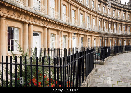 Crescent with curved Regency style terraced houses with metal railings in front. The Circus, Bath, Somerset, England, UK, Britain - Stock Image