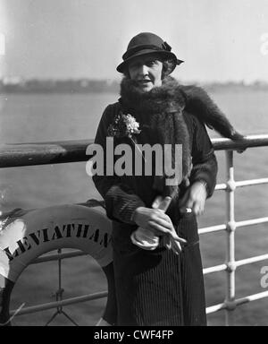 Lady Nancy Astor standing at the railing of the ocean liner Leviathan, ca 1930 - Stock Image