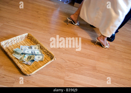 A bride and groom dance on their wedding day near a basket of donations for the newlyweds in Bentonville, Arkansas, - Stock Image