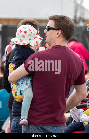 A man carrying his young child - Stock Image