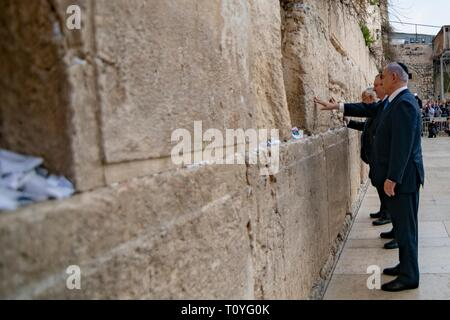 Israeli Prime Minister Benjamin Netanyahu stands with U.S. Secretary of State Mike Pompeo for a moment of silence at the Western Wall March 21, 2019 in Jerusalem, Israel. - Stock Image