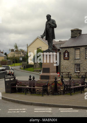 Statue of Henry Richard, Tregaron - Stock Image