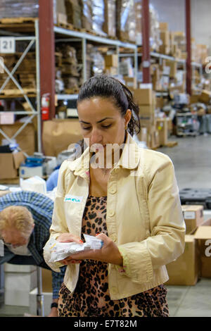 Centennial, Colorado USA. 23 September 2014.  Camelia Kamm from the U.S. Tax Department of Suncor Energy volunteers - Stock Image