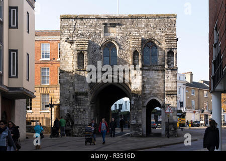 The Westgate Museum in Winchester - Medieval gates front this ancient Tudor & Stuart building with exhibits in a former debtor's prison. - Stock Image