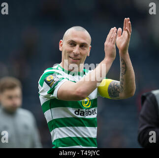 Hampden Park, Glasgow, UK. 14th Apr, 2019. Scottish Cup football, semi final, Aberdeen versus Celtic; Scott Brown of Celtic applauds the fans at the end of the match Credit: Action Plus Sports/Alamy Live News - Stock Image
