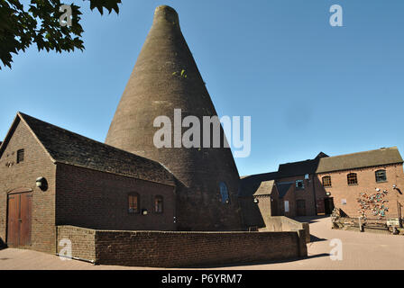 The Red House Glass Cone in Stourbridge. Part of Stourbridge glass making history. Now an arts centre. - Stock Image