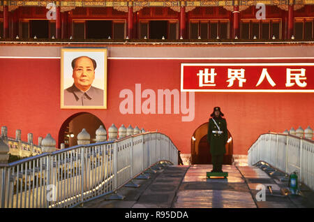 Police security stands below big picture of Mao Zedong - Stock Image