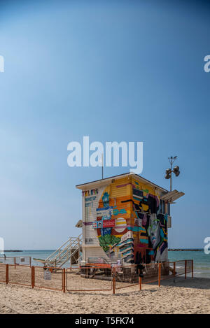 Israel, Tel Aviv-Yafo - 22 March 2019: Brown hotel on the beach in a lifeguard tower - Stock Image