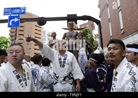 TOKYO, JAPAN - MAY 18: Participants waits as they prepare to carry the portable shrine in the street of Asakusa during 'Sanja Matsuri' on May 18, 2019 in Tokyo, Japan. A boisterous traditional mikoshi (portable shrine) is carried in the streets of Asakusa to bring goodluck, blessings and prosperity to the area and its inhabitants. (Photo: Richard Atrero de Guzman/ AFLO) - Stock Image