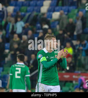 National Football Stadium at Windsor Park, Belfast, Northern Ireland. 21 March 2019. UEFA EURO 2020 Qualifier- Northern Ireland v Estonia. Northern Ireland capatin Steven Davis applauds fans at the end of the game. Credit: David Hunter/Alamy Live News. - Stock Image