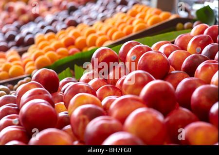 Fresh fruit at green grocer's - Stock Image