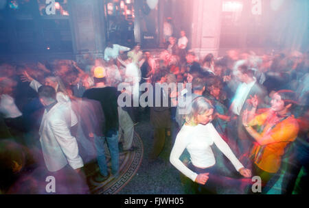 Packed dance floor with strobe lights and music in Stockholm nightclub - Stock Image