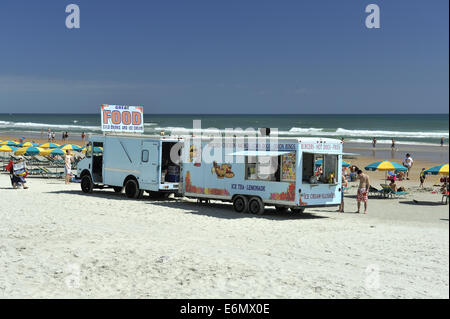Caravan parked on beach selling food and drink. Daytona Beach, Florida, USA - Stock Image