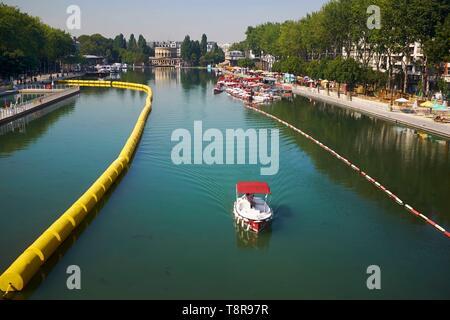 France, Paris, Bassin de la Villette, the largest artificial lake of Paris, Paris Beach, cruise on the canals - Stock Image