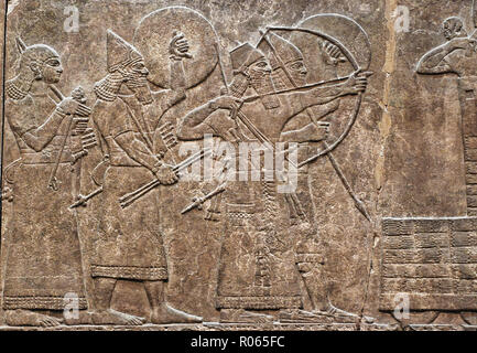 6376. Assyrian relief from King Ashurnasrirpal's pakace in Kalhu showing a battle scene, the King on the left is protected by a shield bearer, c. 860 BC. - Stock Image
