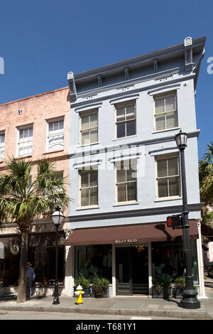 Storefronts on King Street in Charleston in South Carolina, USA. The city has a range of boutiques and designer stores. - Stock Image