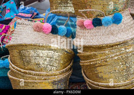 Beautiful jute straw baskets for sale at a shop in Riyadh, traditional handcrafts from Saudi Arabia - Stock Image
