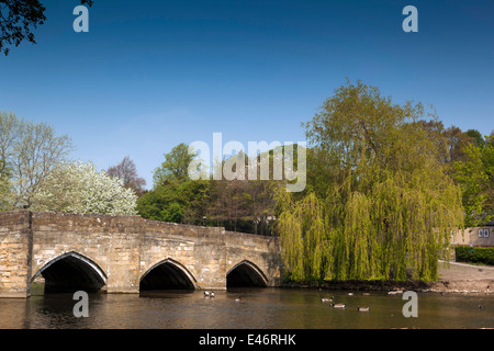 UK, Derbyshire, Peak District, Bakewell, ancient stone bridge crossing River Wye - Stock Image
