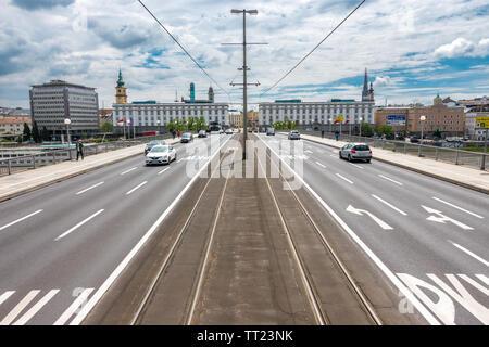 Linz Nibelungen Bridge across the river Danube into Linz Old Town. Nibelungenbrücke Linz Österreich Austria. - Stock Image