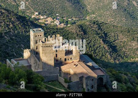 Spain, Catalonia, El Port de la Selva, Sant Pere de Rodes Benedictine monastery built on the slopes of Verdera mountain with exceptional views over Llança and El Port de la Selva bays - Stock Image