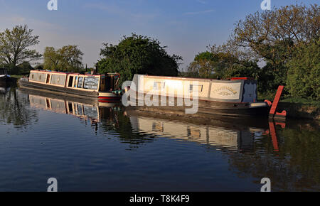 """The tug style narrow boat """"Mervyn"""" and it's butty """"Persephone"""" at rest on the Leeds and Liverpool canal near Burscough Cw 6701 - Stock Image"""