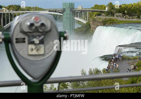 Niagara Falls, USA – August 29, 2018: Tourist binocular viewer in Niagara Falls from New York State, USA - Stock Image