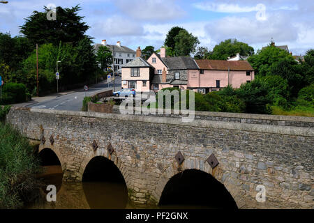 Topsham, Devon, UK. The Bridge Inn pub with the River Exe in the foreground - Stock Image