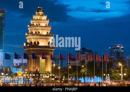 Night shot of Independence Monument in Phnom Penh, Cambodia. - Stock Image