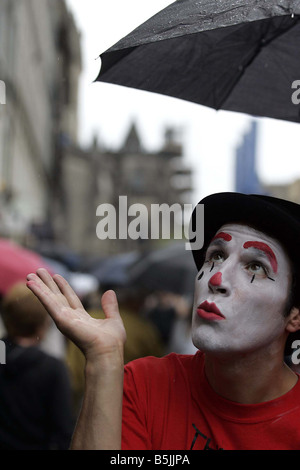 A Street Performer at the Edinburgh Fringe Festival on The Royal Mile Performer Lawrence Sorrentino from the show - Stock Image